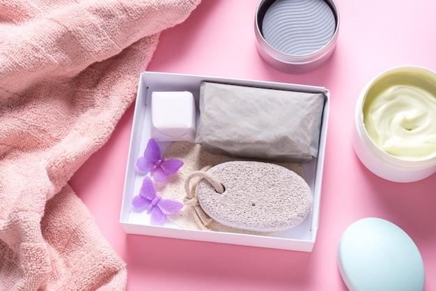 Zestaw przyborów do kąpieli i mydła w kostce, rozpakowanie