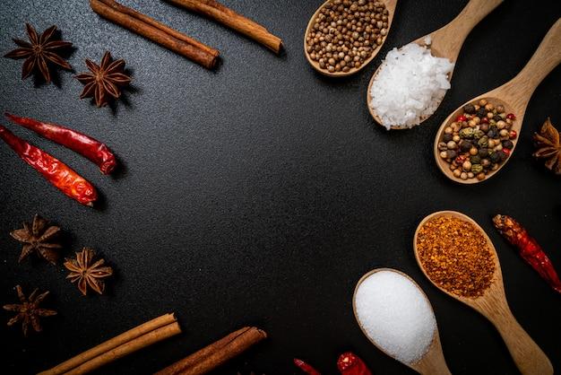 Zestaw przypraw i ziół z łyżeczką