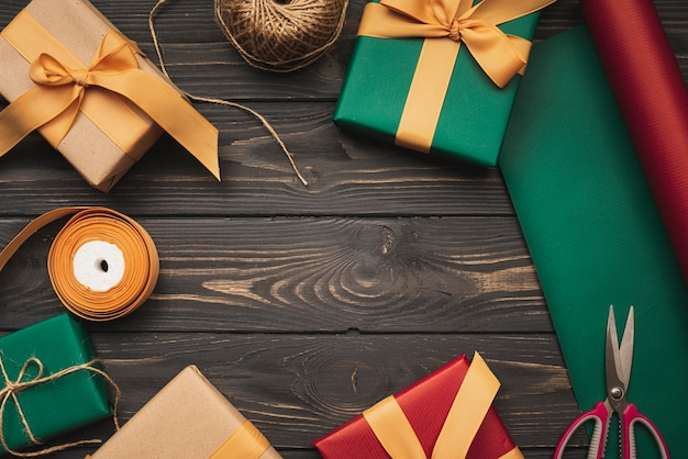 Zestaw pudeł prezentowych na boże narodzenie