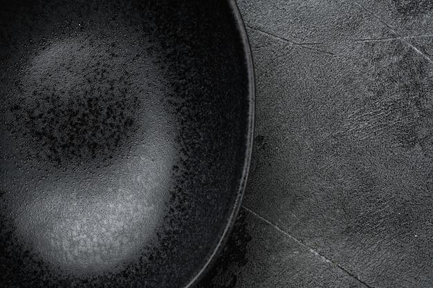 Zestaw pustych czarnych misek, z miejscem na kopię na tekst lub jedzenie, z miejscem na kopię na tekst lub jedzenie, płaski widok z góry