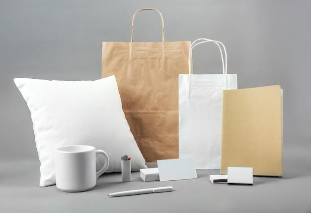 Zestaw pustych produktów towarowych do brandingu
