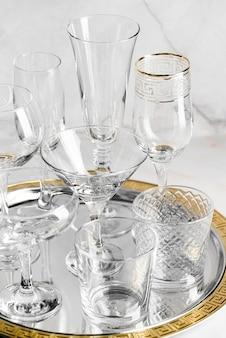 Zestaw pustych szklanek kryształowych
