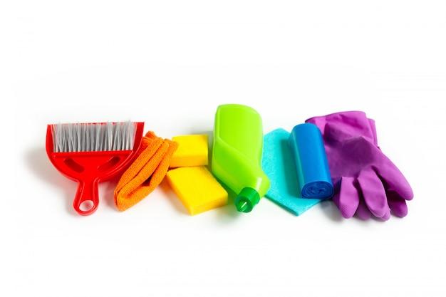 Zestaw rainbow do jasnego wiosennego sprzątania w domu. koncepcja wiosny.