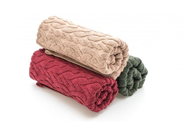 Zestaw ręczników na białym tle