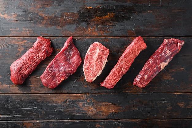 Zestaw różnych rodzajów steków z surowej wołowiny o alternatywnym cięciu flapowym stek