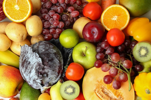 Zestaw różnych warzyw i owoców, widok z góry
