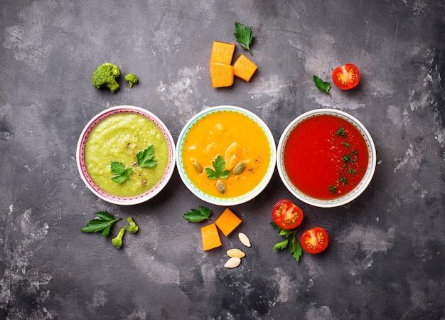 Zestaw różnych warzywnych zup kremowych