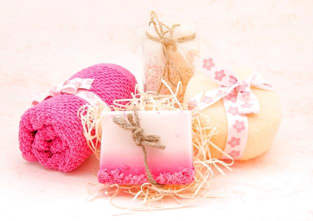 Zestaw różowy produktów higienicznych