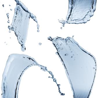 Zestaw rozprysków wody abstrakcyjnej formie na białym tle na białej powierzchni.
