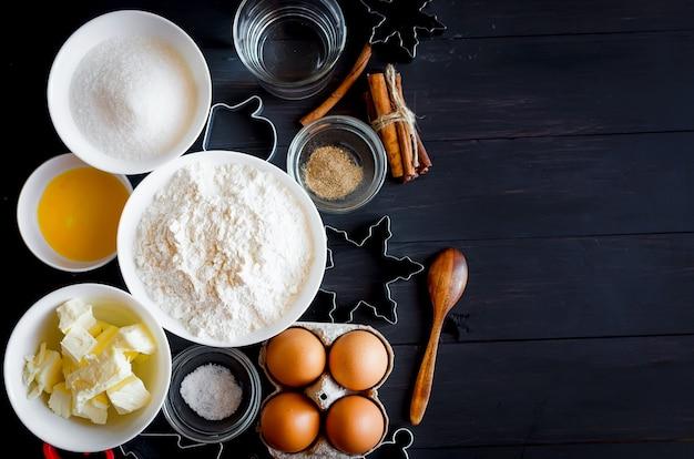 Zestaw składników do gotowania świątecznych pierników