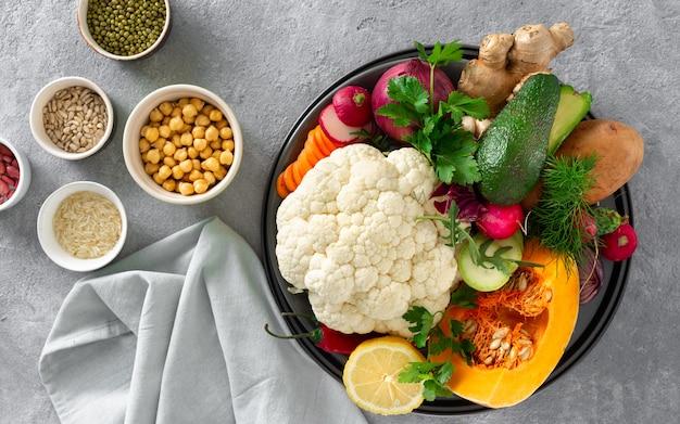 Zestaw składników do gotowania wegetariańskie danie indyjskie aloo gobi zdrowe jedzenie