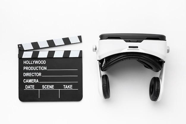Zestaw słuchawkowy do rzeczywistości wirtualnej i plansza filmowa