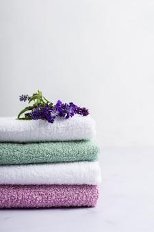 Zestaw spa pachnących ręczników lawendowych