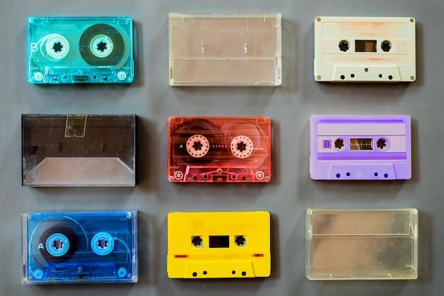 Zestaw starych magnetofonów kasetowych