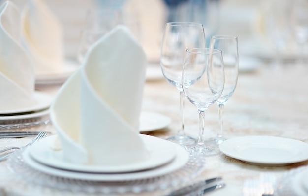 Zestaw stołowy na imprezę okolicznościową lub wesele