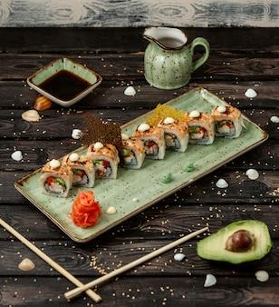 Zestaw sushi na stole