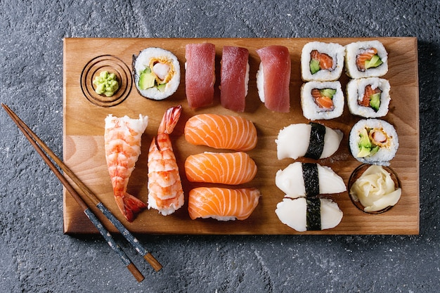 Zestaw sushi nigiri i bułki