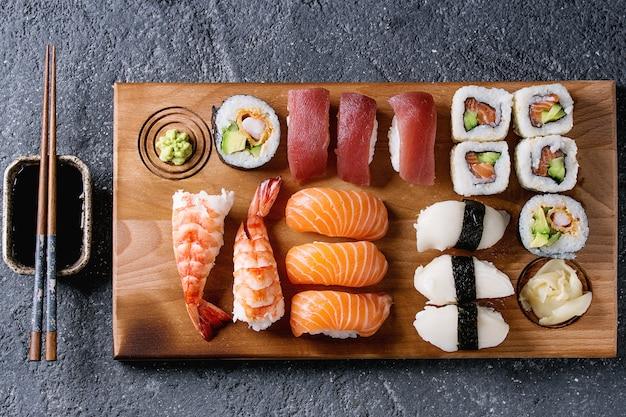 Zestaw sushi nigiri i rolki