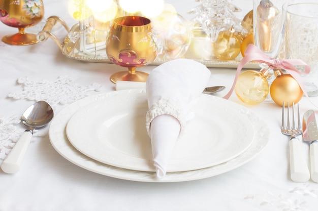 Zestaw świątecznych zastaw stołowych