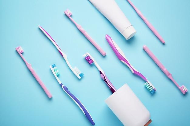 Zestaw szczoteczek do zębów na niebiesko
