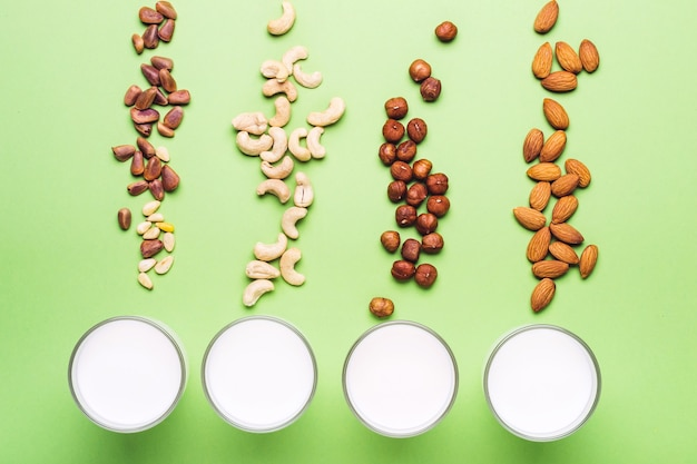 Zestaw wegańskiego mleka bez mleczka. koncepcja opieki zdrowotnej, diety i żywienia.