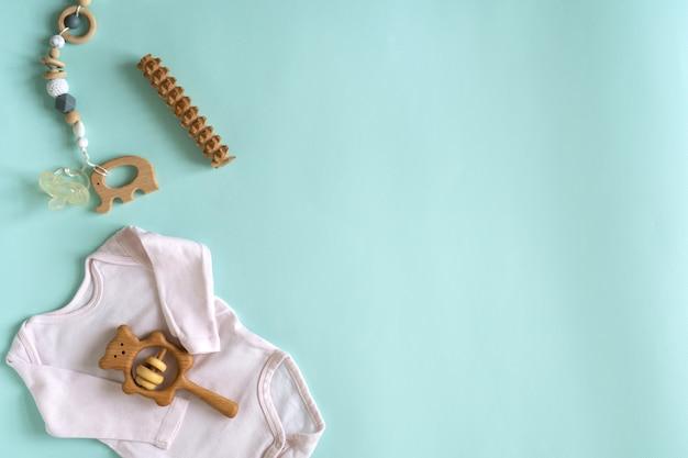 Zestaw zabawek i rzeczy dla noworodków