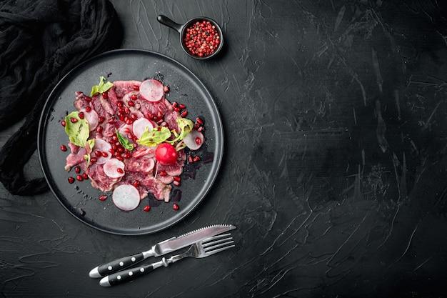 Zestaw zimnych przystawek carpaccio z wołowiny