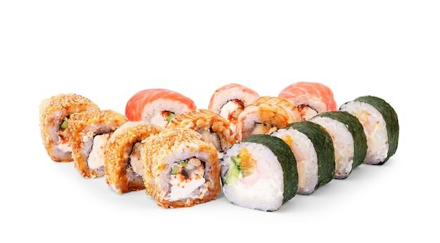 Zestawy rolek do kolażu sushi są bardzo różne na białym