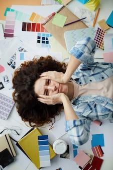 Zestresowana projektantka
