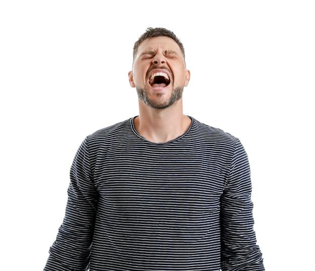 Zestresowany mężczyzna na białym tle