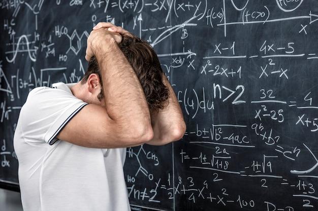 Zestresowany portret nauczyciela