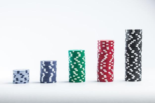 Żetony do pokera różne stosy