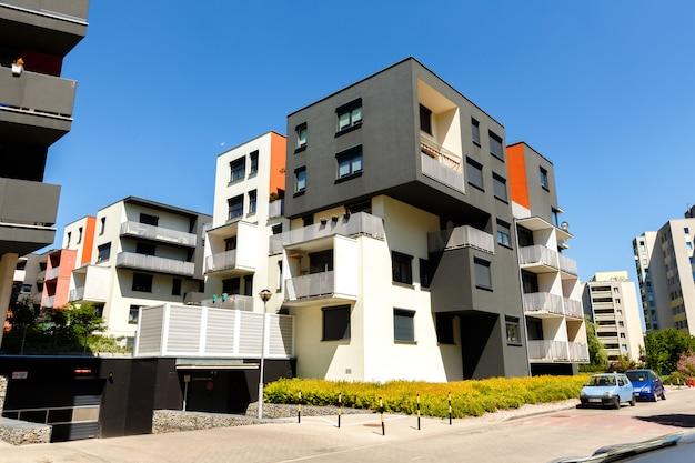 Zewnętrzna część nowoczesnych budynków mieszkalnych o