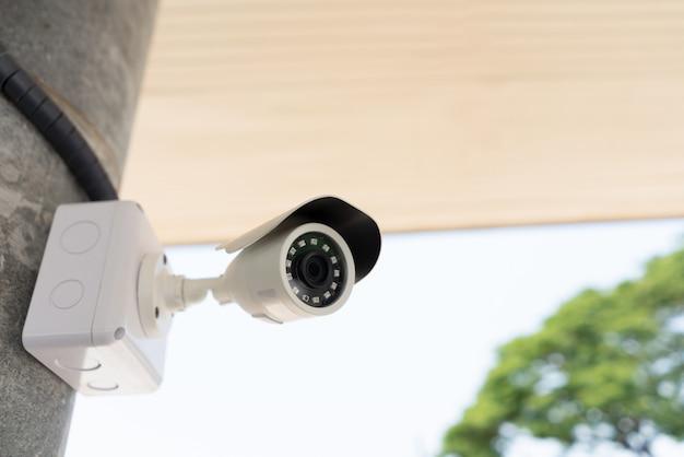 Zewnętrzna kamera obserwacyjna cctv dla bezpieczeństwa i bezpieczeństwa w domu od złodzieja.