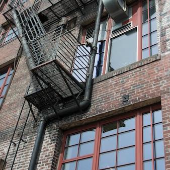 Zewnętrzna pożarnicza ucieczka na budynku, szczupaka miejsca rynek, seattle, stan washington, usa