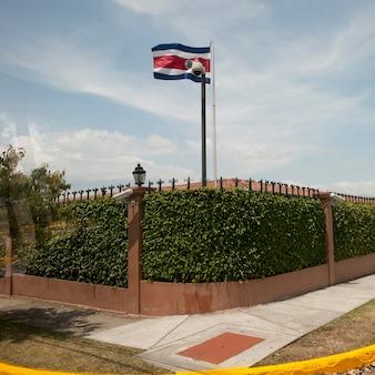 Zewnętrzna ściana domu prezydenta w san jose w kostaryce