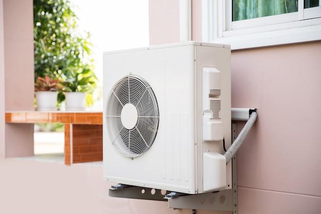 Zewnętrzna sprężarka powietrza typu split wall zewnętrzna.