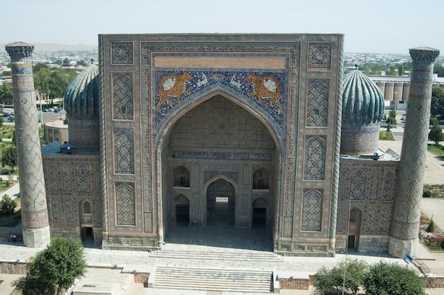 Zewnętrzny przegląd registanu w samarkandzie. starożytna architektura azji środkowej