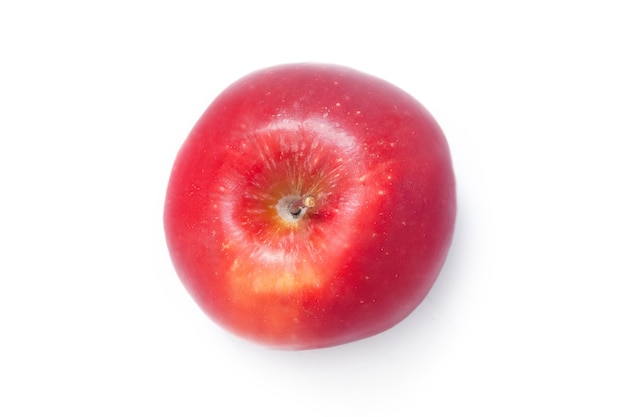 Zgrywanie czerwone jabłko na białym tle. świeże, organiczne owoce jabłka.