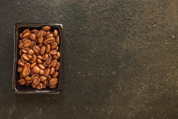 Ziarna kawy (dobre i złe ziarno) - mieszanka arabiki i robusty (ziarno kawy palonej).