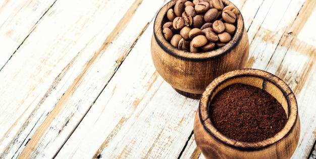 Ziarna kawy i fusy