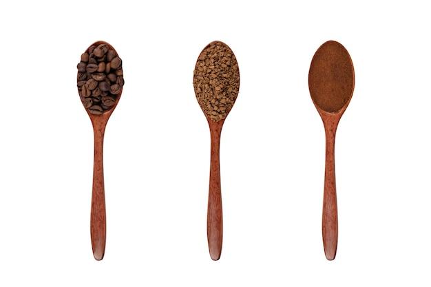 Ziarna kawy kawa mielona i granulowany izolat kawy w drewnianych łyżkach