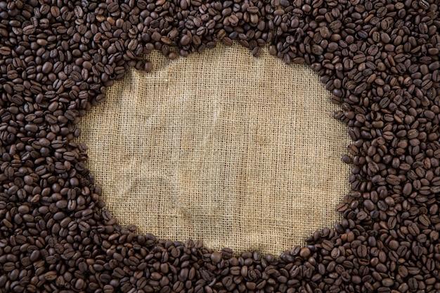 Ziarna kawy tworzące kształt koła