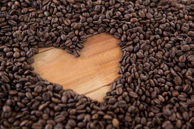 Ziarna kawy tworzące kształt serca