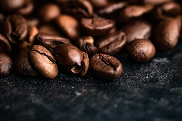 Ziarna kawy w tle prażone ziarna kawy o bogatym smaku najlepszy poranny napój i luksusowa mieszanka