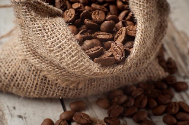 Ziarna kawy w torbie