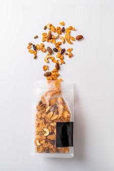 Ziarna płatki kukurydziane z torby