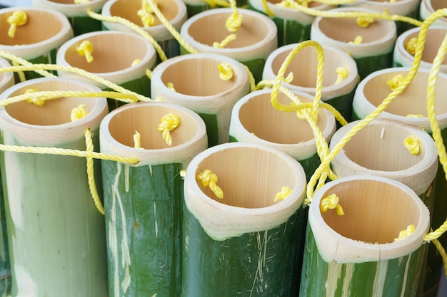 Zielona bambusowa rurka do picia ze sznurkiem