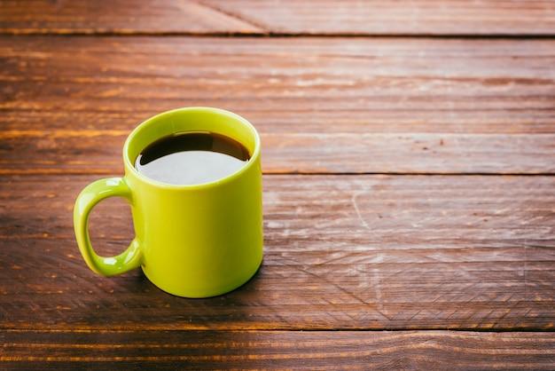 Zielona filiżanka kawy