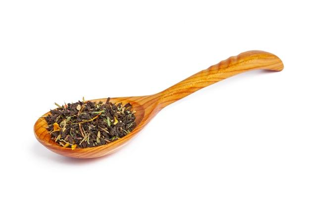 Zielona herbata liść odizolowywający na bielu